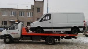 Эвакуатор погрузил фургон